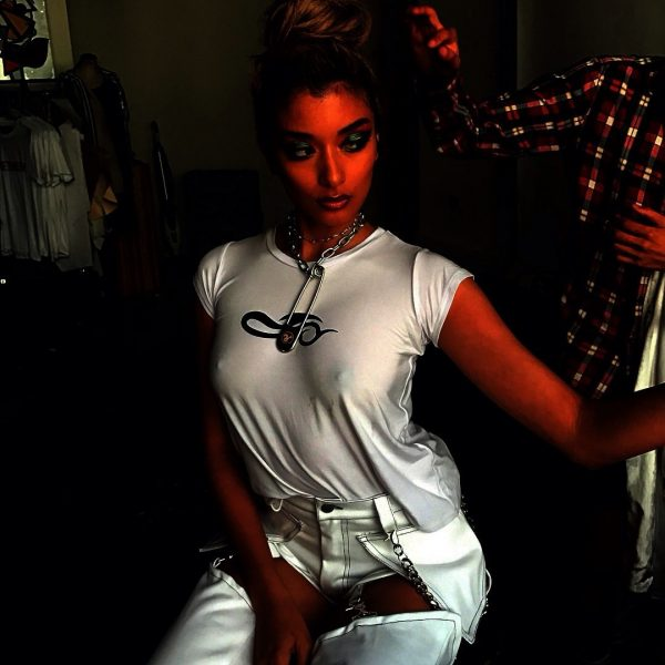 ローラ(27)のFカップ乳首ポロリのインスタエロ画像42枚・3枚目の画像