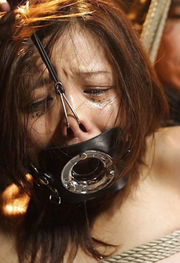 鼻フックという一番屈辱的なSMプレイのエロ画像30枚・3枚目の画像