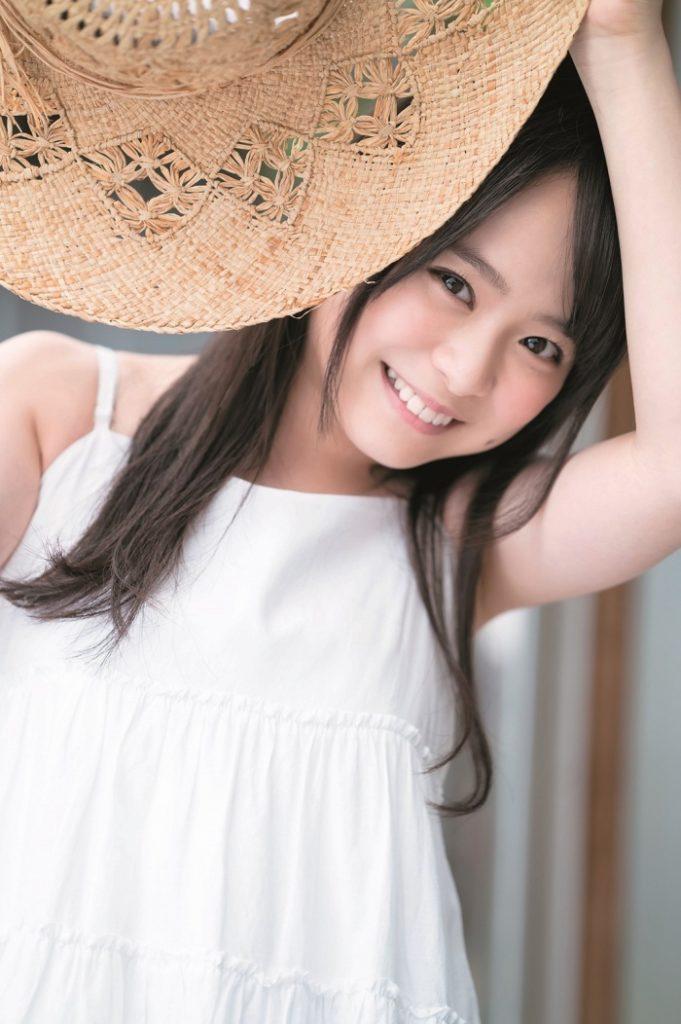 AKB48・倉野尾成美(16)のセーラー服グラビアエロ画像25枚・3枚目の画像