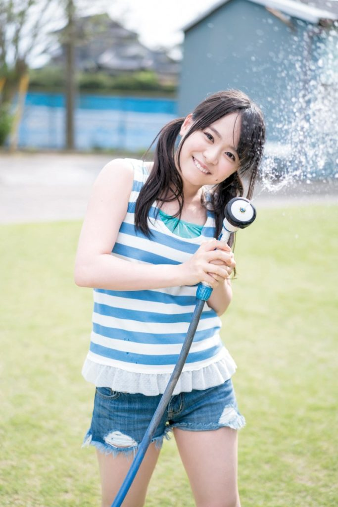 AKB48・倉野尾成美(16)のセーラー服グラビアエロ画像25枚・4枚目の画像