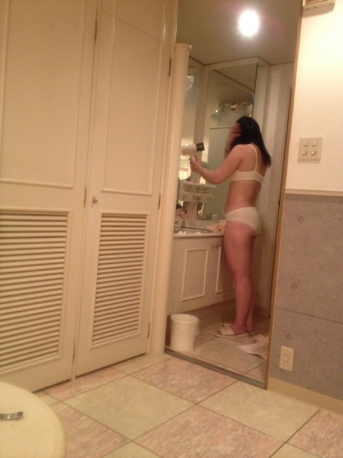 熟女限定!白下着姿のリベンジポルノエロ画像21枚・5枚目の画像