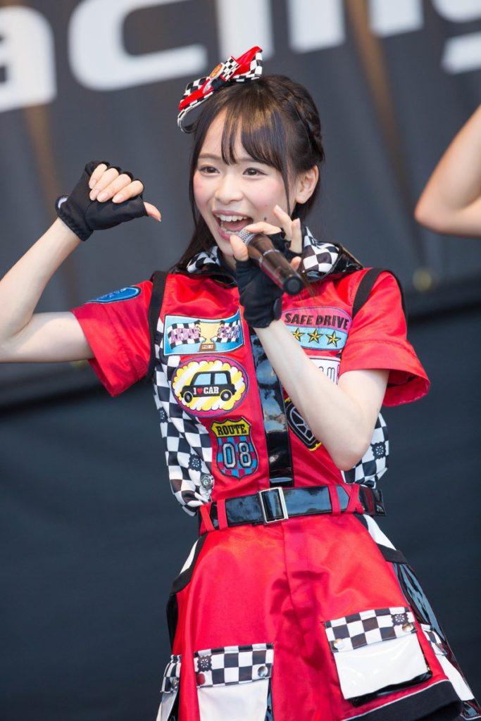 AKB48・倉野尾成美(16)のセーラー服グラビアエロ画像25枚・6枚目の画像