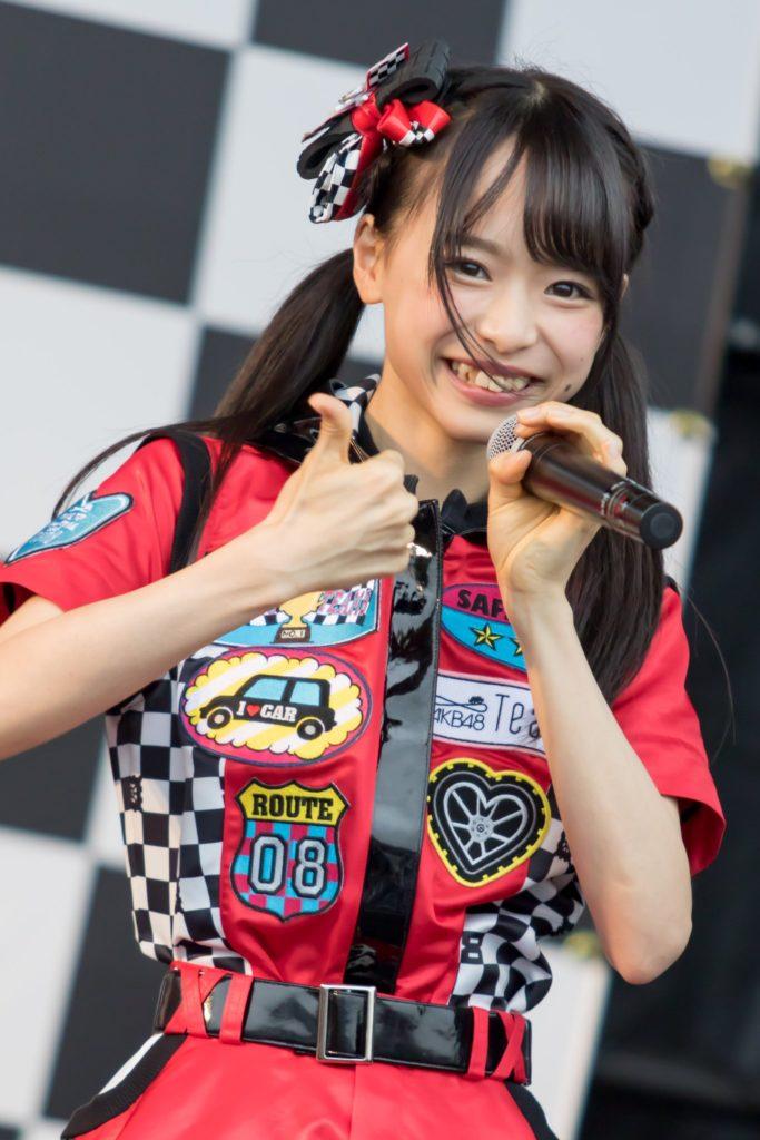 AKB48・倉野尾成美(16)のセーラー服グラビアエロ画像25枚・7枚目の画像