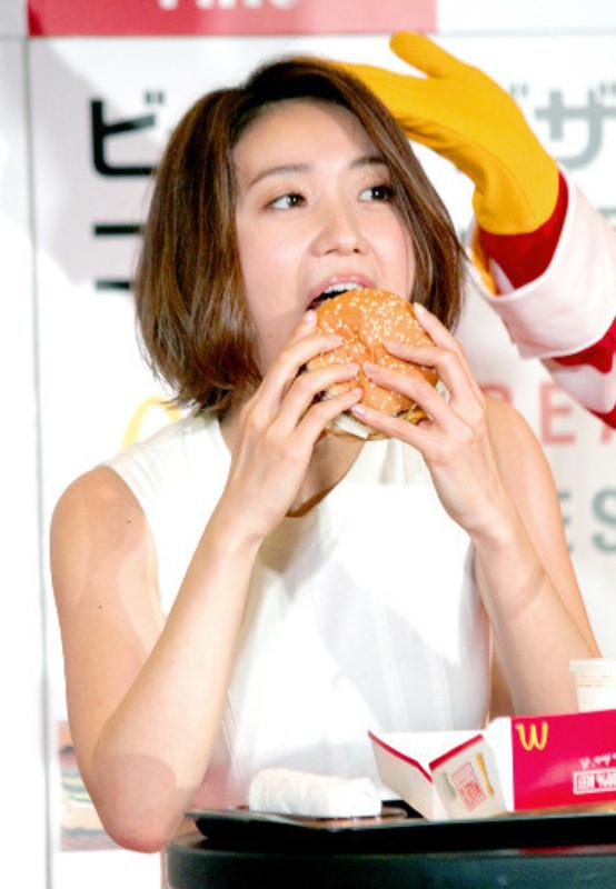 チンポ頬張るの大好き大島優子(28)のフェラ顔エロ画像50枚・8枚目の画像