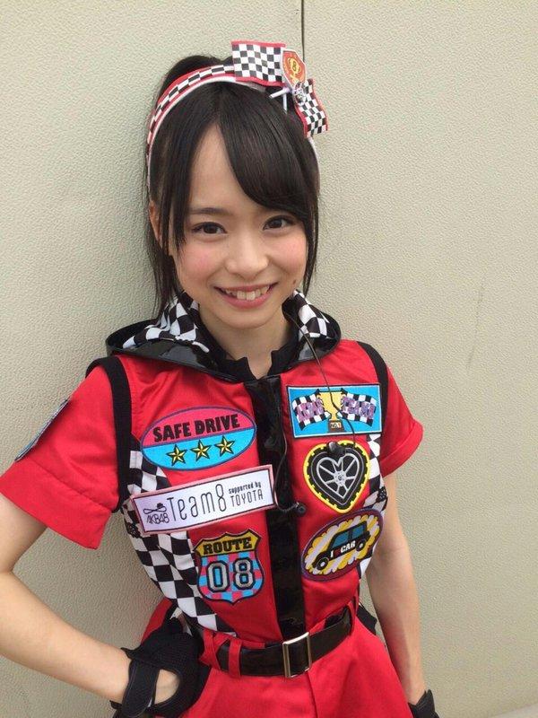 AKB48・倉野尾成美(16)のセーラー服グラビアエロ画像25枚・8枚目の画像