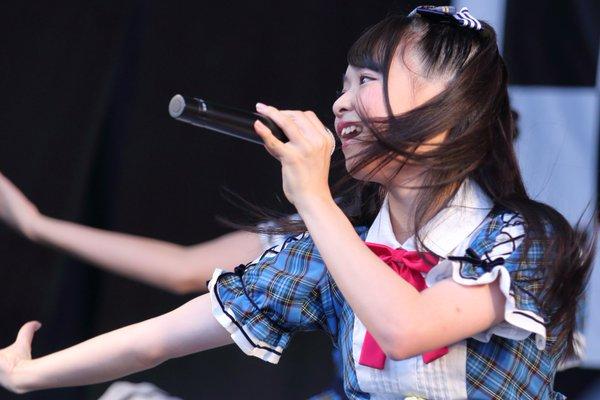 AKB48・倉野尾成美(16)のセーラー服グラビアエロ画像25枚・10枚目の画像