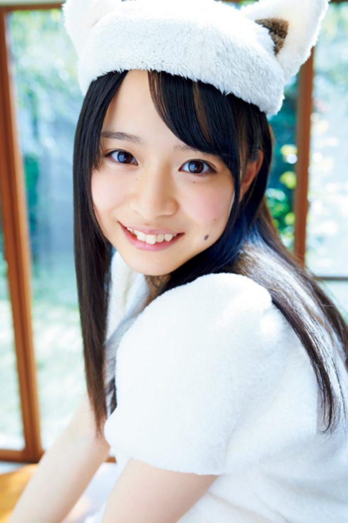 AKB48・倉野尾成美(16)のセーラー服グラビアエロ画像25枚・11枚目の画像