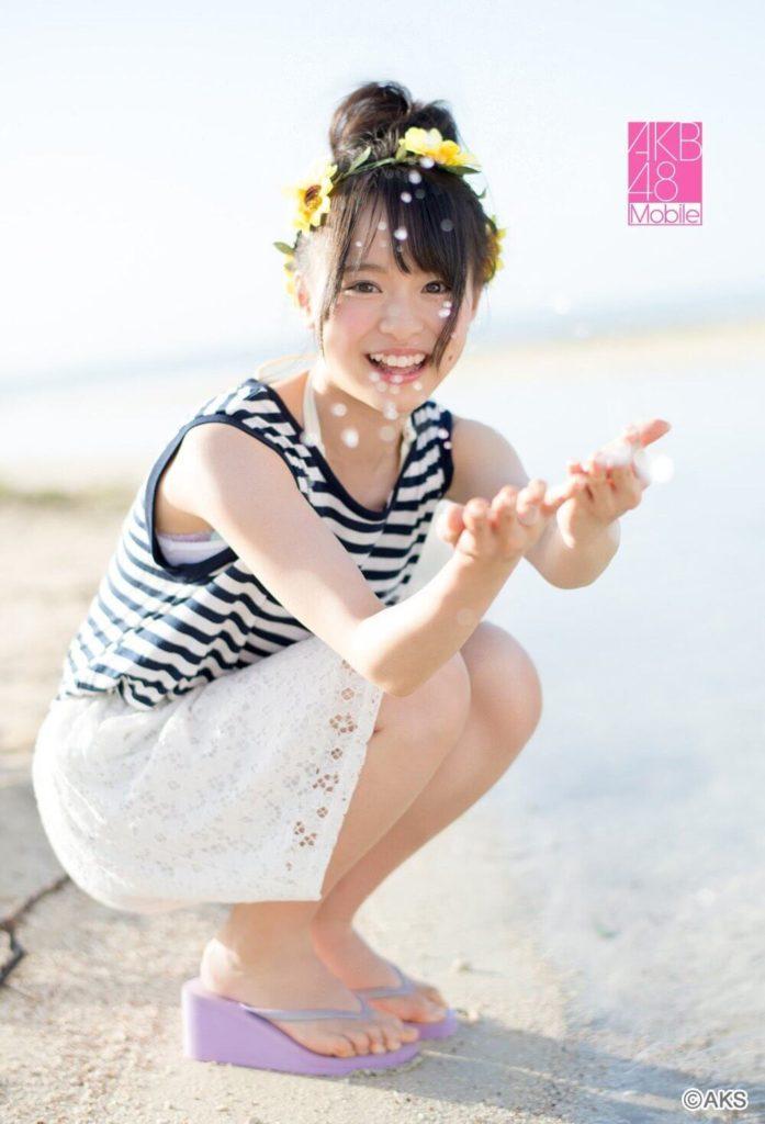 AKB48・倉野尾成美(16)のセーラー服グラビアエロ画像25枚・13枚目の画像