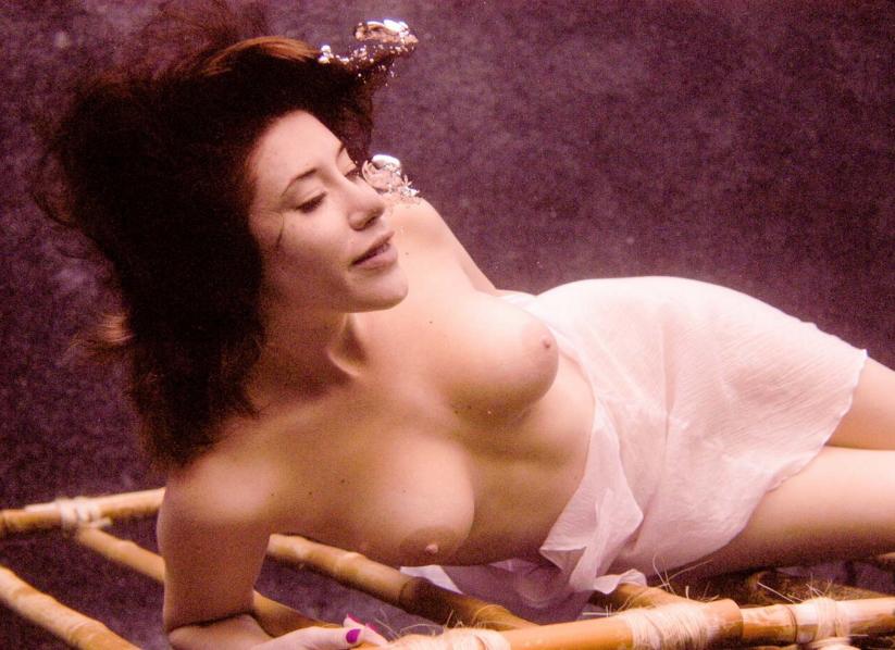 芸術的!水中ヌードのエロ画像30枚・14枚目の画像