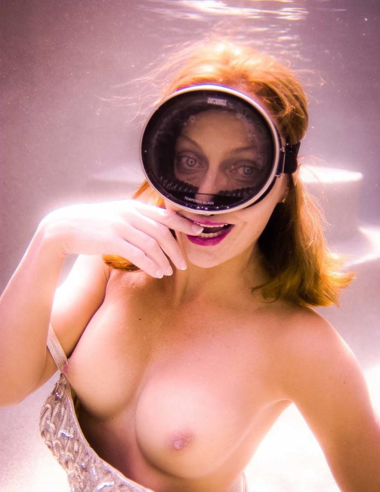 芸術的!水中ヌードのエロ画像30枚・17枚目の画像