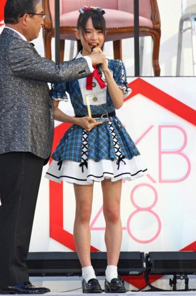 AKB48・倉野尾成美(16)のセーラー服グラビアエロ画像25枚・17枚目の画像