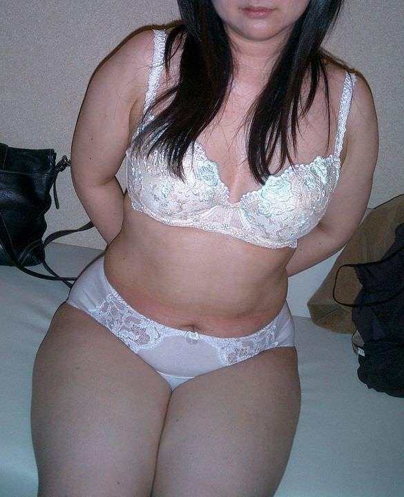 熟女限定!白下着姿のリベンジポルノエロ画像21枚・25枚目の画像