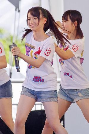 AKB48・倉野尾成美(16)のセーラー服グラビアエロ画像25枚・22枚目の画像