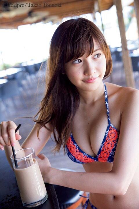 佐野ひなこ(22)の抜きすぎ注意の水着写真集エロ画像30枚