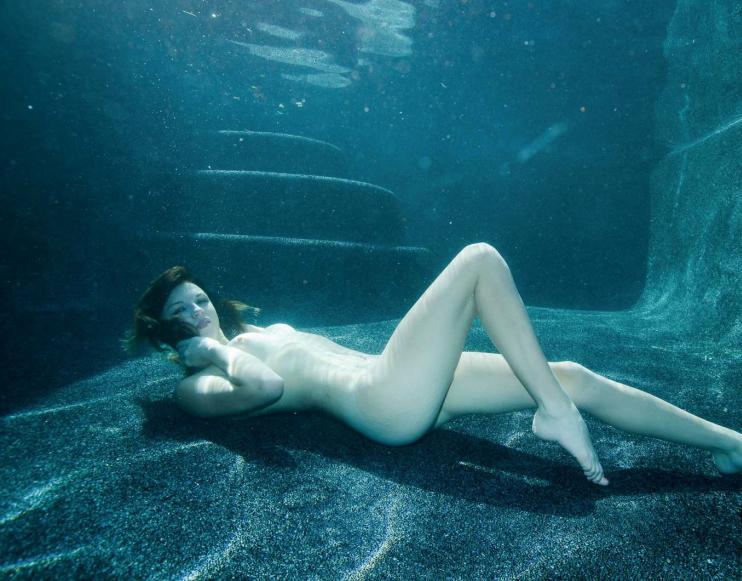 芸術的!水中ヌードのエロ画像30枚・23枚目の画像