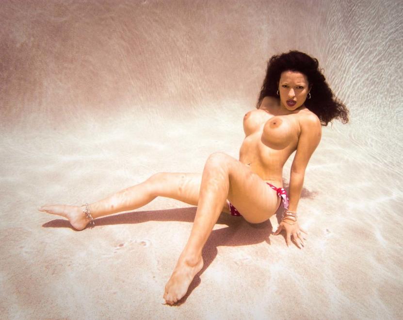 芸術的!水中ヌードのエロ画像30枚・31枚目の画像