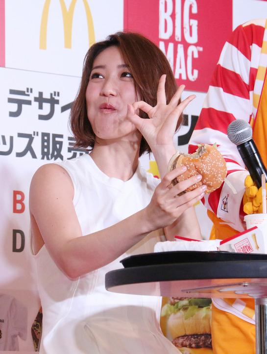 チンポ頬張るの大好き大島優子(28)のフェラ顔エロ画像50枚・26枚目の画像