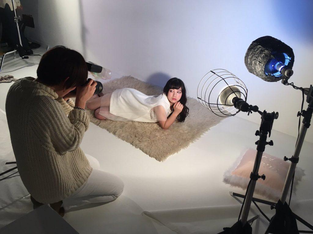非処女確定?橋本環奈(18)胸チラ谷間が抜ける最新グラビアエロ画像35枚・27枚目の画像