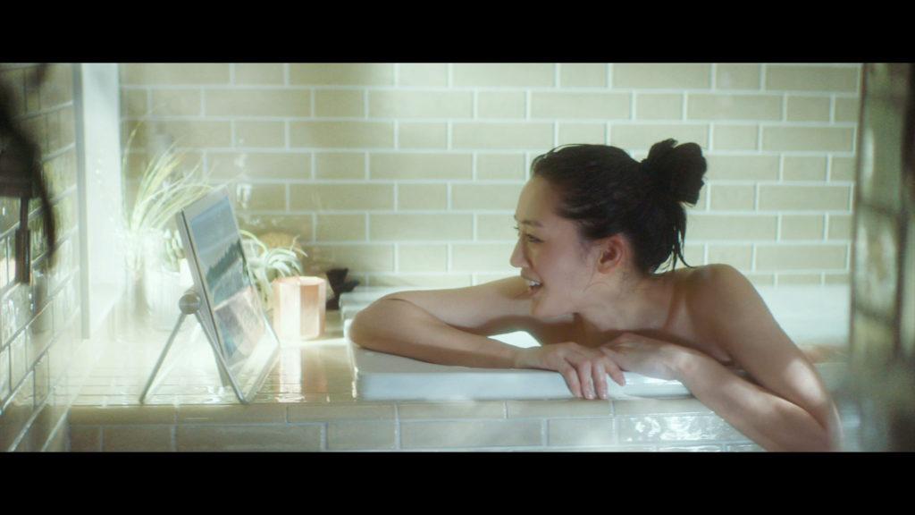 【速報】綾瀬はるかの全裸ヌード入浴してる最新CMエロ画像40枚・11枚目の画像