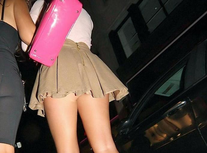 韓国素人娘の美脚がたまらん街撮り盗撮エロ画像30枚・1枚目の画像
