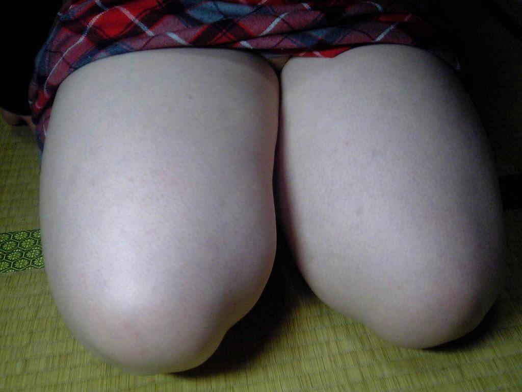 膝枕されたい…!ミニスカ娘の正座パンチラエロ画像30枚・3枚目の画像