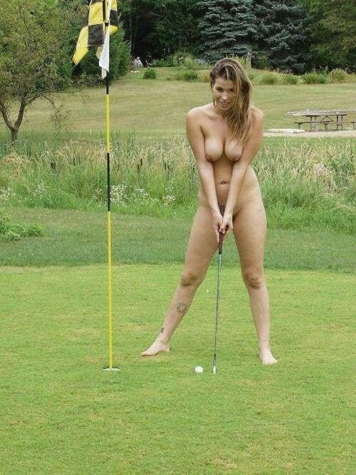 全裸スポーツをする露出大好き外国人のエロ画像25枚・3枚目の画像