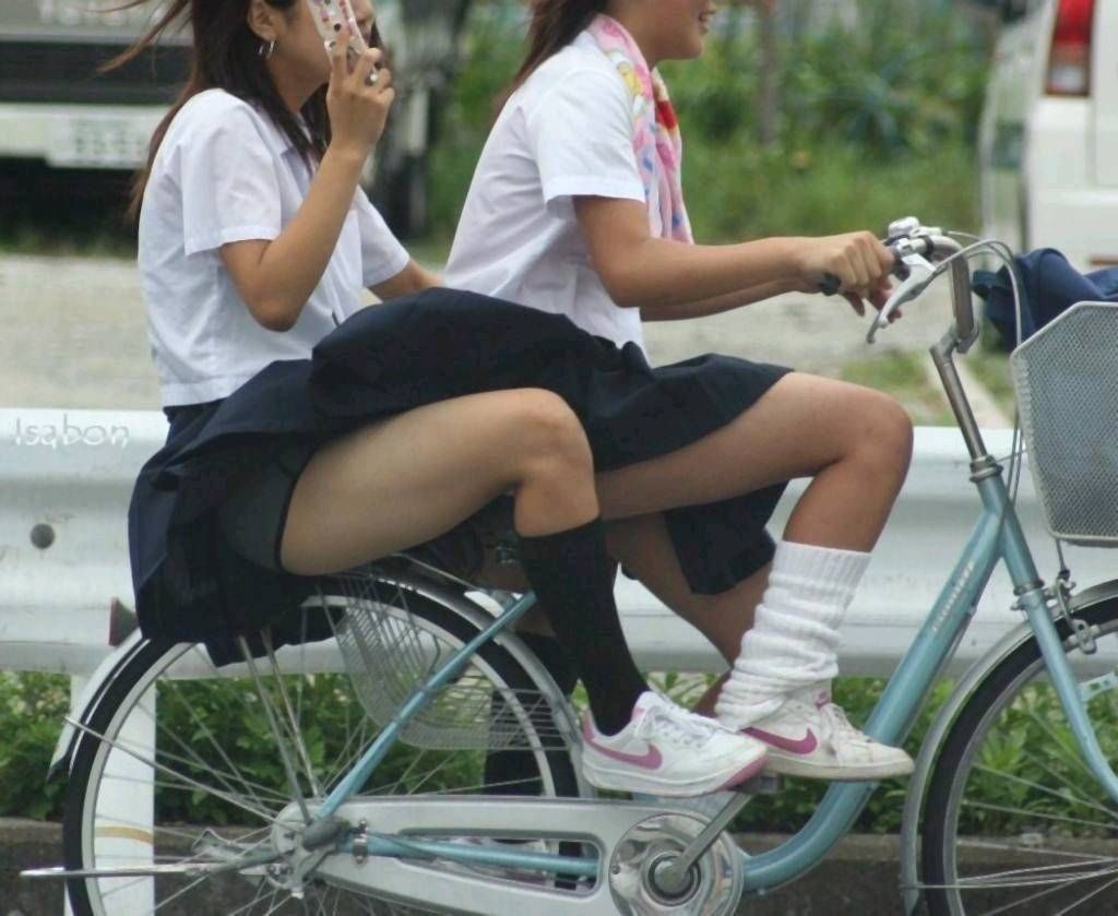 激写!自転車パンチラ盗撮エロ画像30枚・4枚目の画像