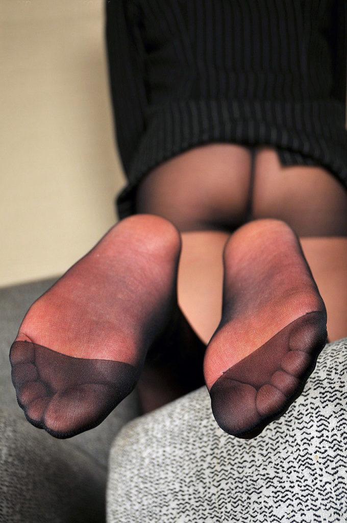 蒸れマン不可避…!黒パンスト女子のパンチラエロ画像30枚・4枚目の画像