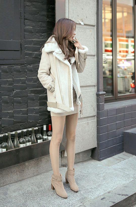 韓国素人娘の美脚がたまらん街撮り盗撮エロ画像30枚・5枚目の画像