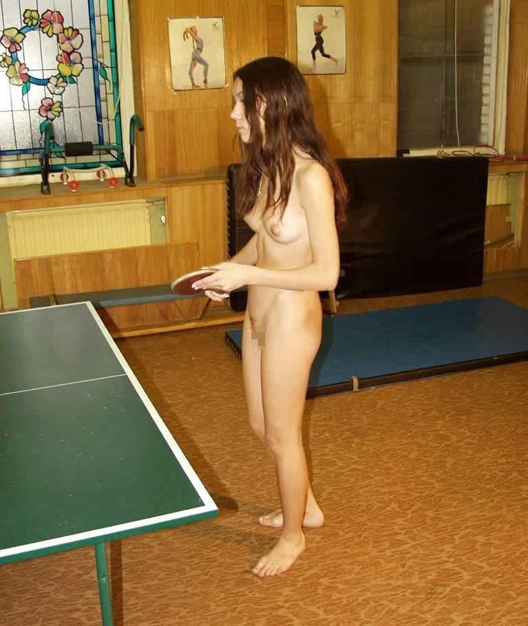全裸スポーツをする露出大好き外国人のエロ画像25枚・5枚目の画像