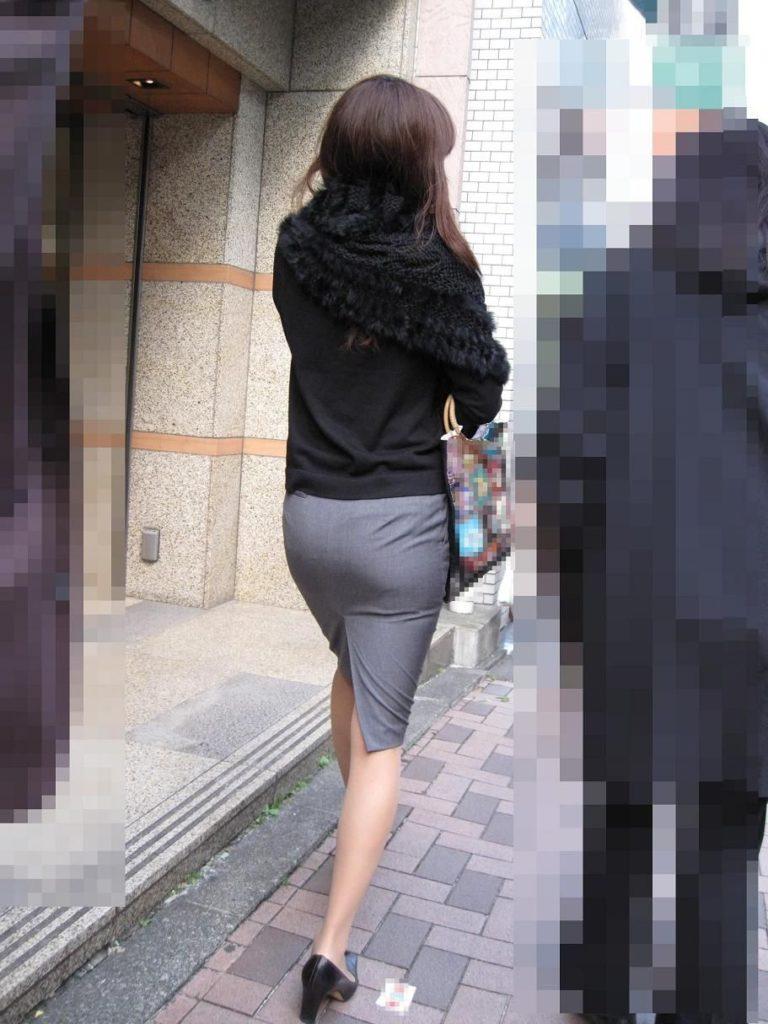 キャリアウーマンOLのスーツ姿がぐうシコな街撮り盗撮エロ画像30枚・5枚目の画像