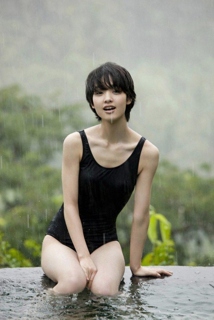 剛力彩芽(24)の美尻グラビア&TVハプニング厳選エロ画像94枚・6枚目の画像