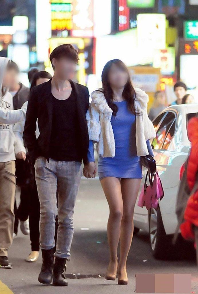 韓国素人娘の美脚がたまらん街撮り盗撮エロ画像30枚・7枚目の画像
