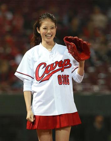 今田美桜(20)の水着グラビア&始球式パンチラエロ画像73枚・47枚目の画像