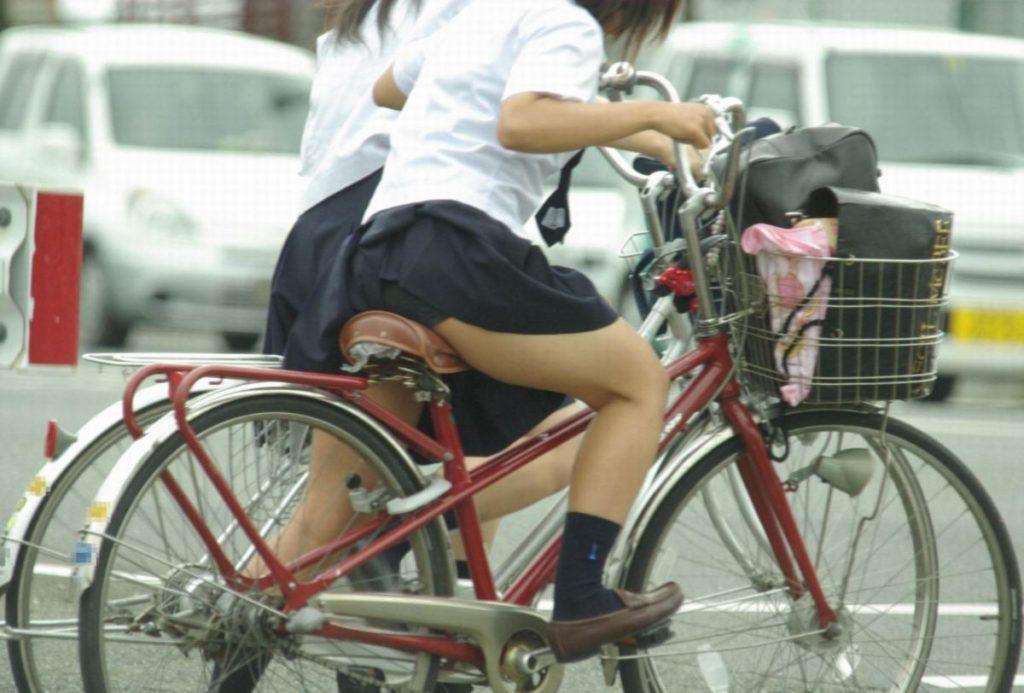 激写!自転車パンチラ盗撮エロ画像30枚・7枚目の画像