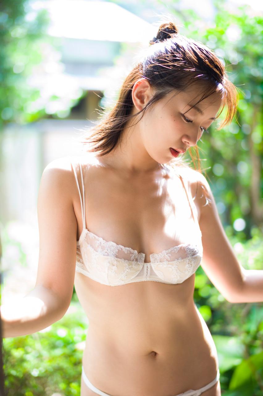 階戸瑠李(28)ヌード間近の透け乳首解禁グラビア画像100枚・11枚目の画像