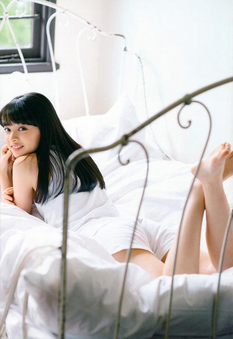 アンジュルム・「かみこ」こと上國料萌衣(17)の抜けるグラビアエロ画像40枚・10枚目の画像