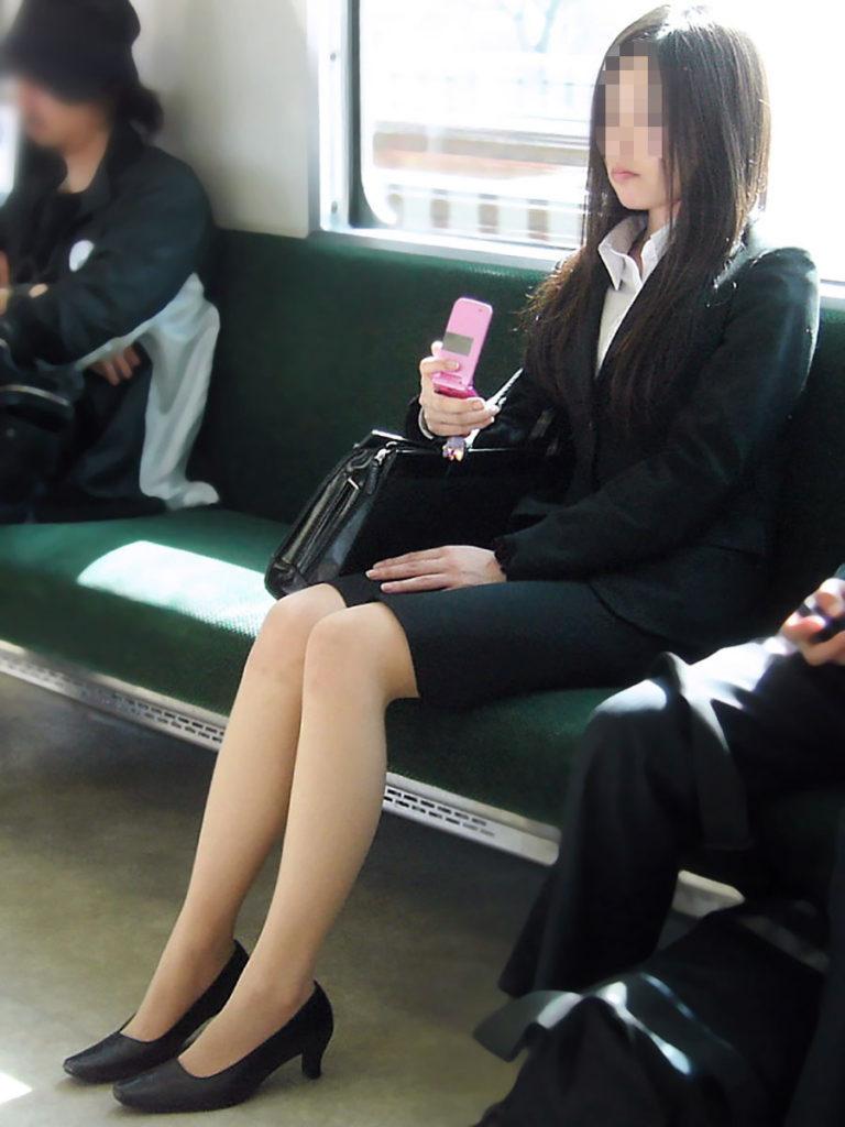 キャリアウーマンOLのスーツ姿がぐうシコな街撮り盗撮エロ画像30枚・10枚目の画像