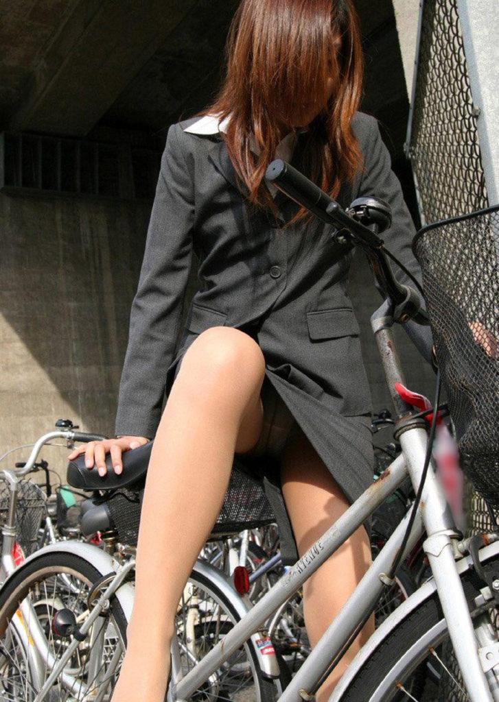 激写!自転車パンチラ盗撮エロ画像30枚・11枚目の画像