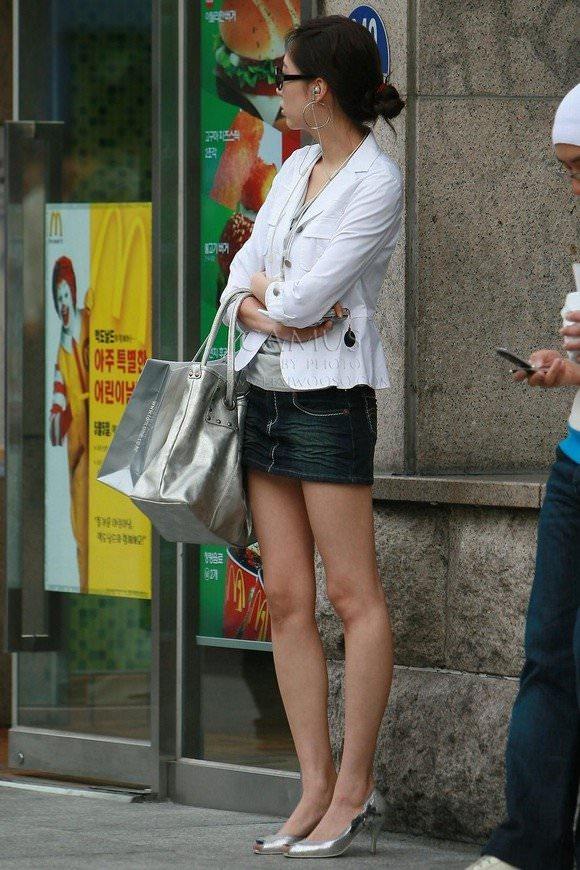 韓国素人娘の美脚がたまらん街撮り盗撮エロ画像30枚・13枚目の画像