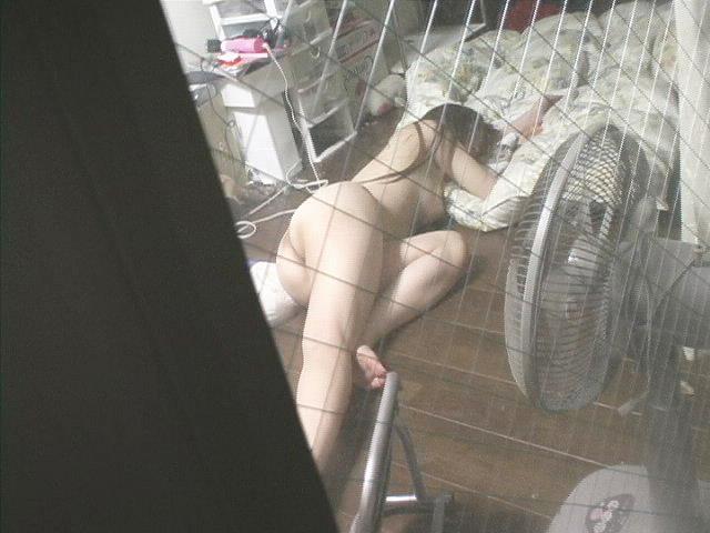 カーテンから見える裸体…!素人娘の覗き風盗撮エロ画像31枚・14枚目の画像