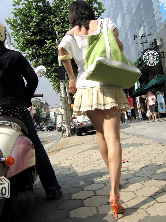 韓国素人娘の美脚がたまらん街撮り盗撮エロ画像30枚・14枚目の画像