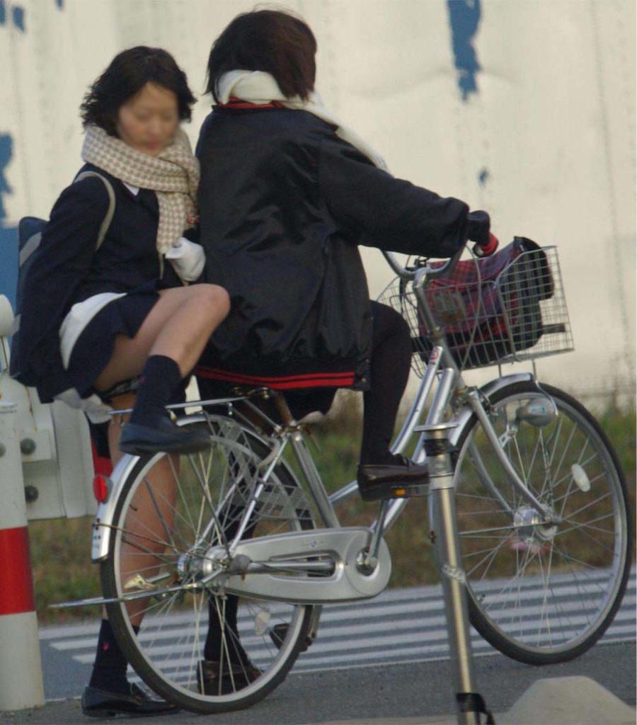 激写!自転車パンチラ盗撮エロ画像30枚・14枚目の画像