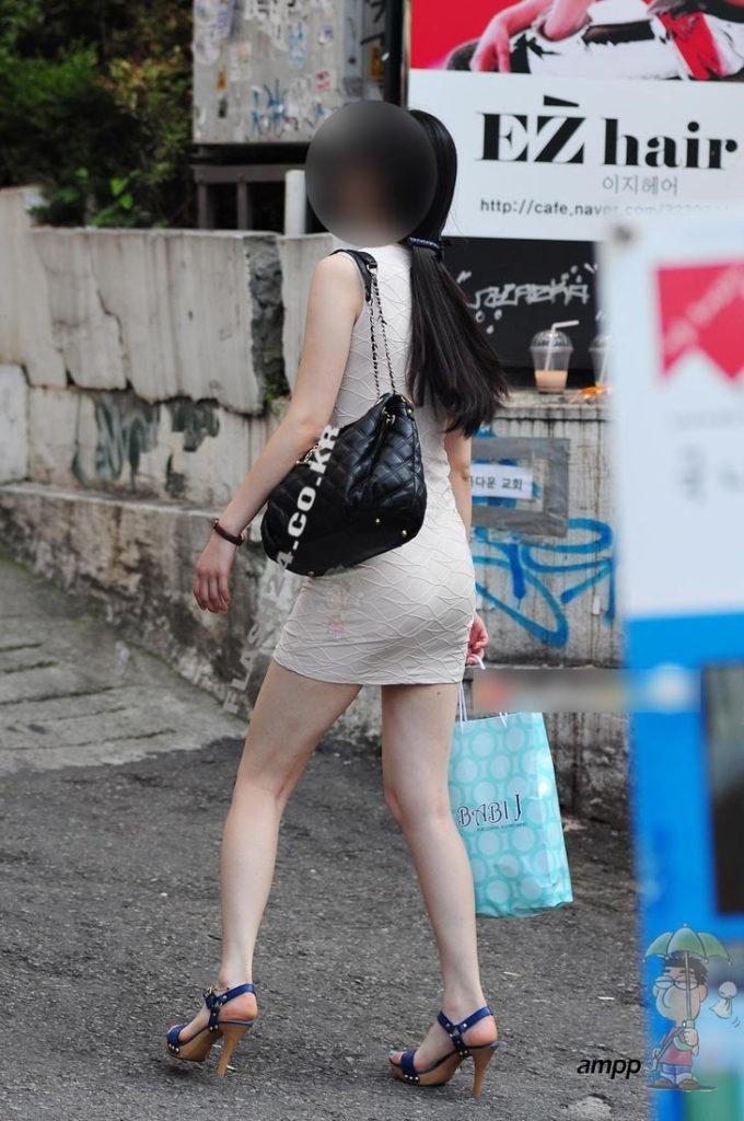 韓国素人娘の美脚がたまらん街撮り盗撮エロ画像30枚・15枚目の画像