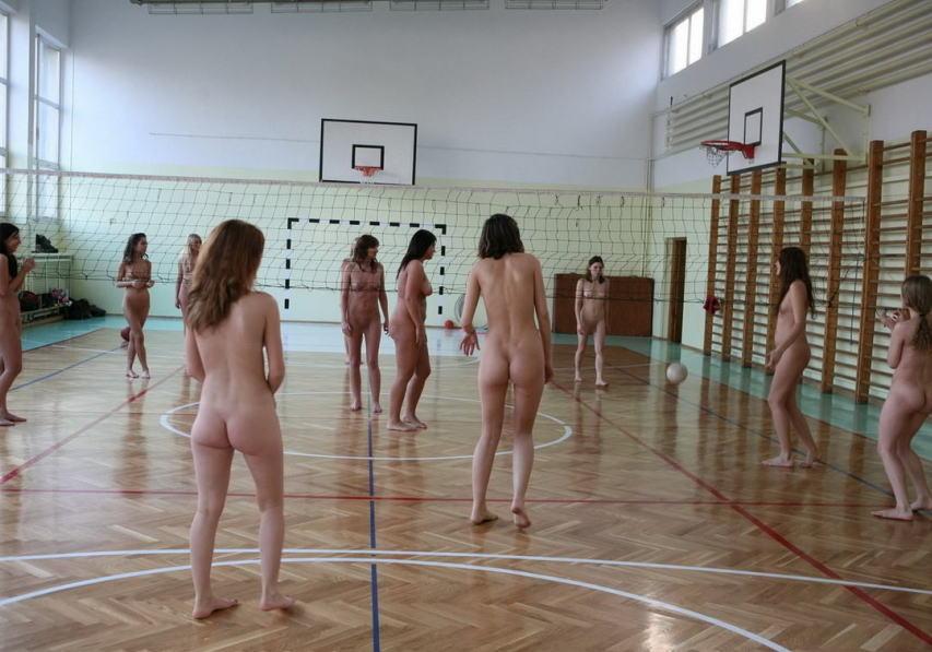 全裸スポーツをする露出大好き外国人のエロ画像25枚・16枚目の画像