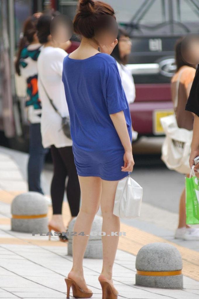 韓国素人娘の美脚がたまらん街撮り盗撮エロ画像30枚・17枚目の画像
