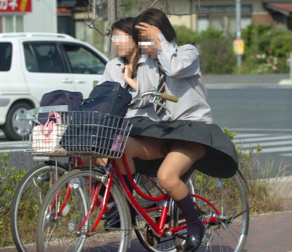 激写!自転車パンチラ盗撮エロ画像30枚・18枚目の画像