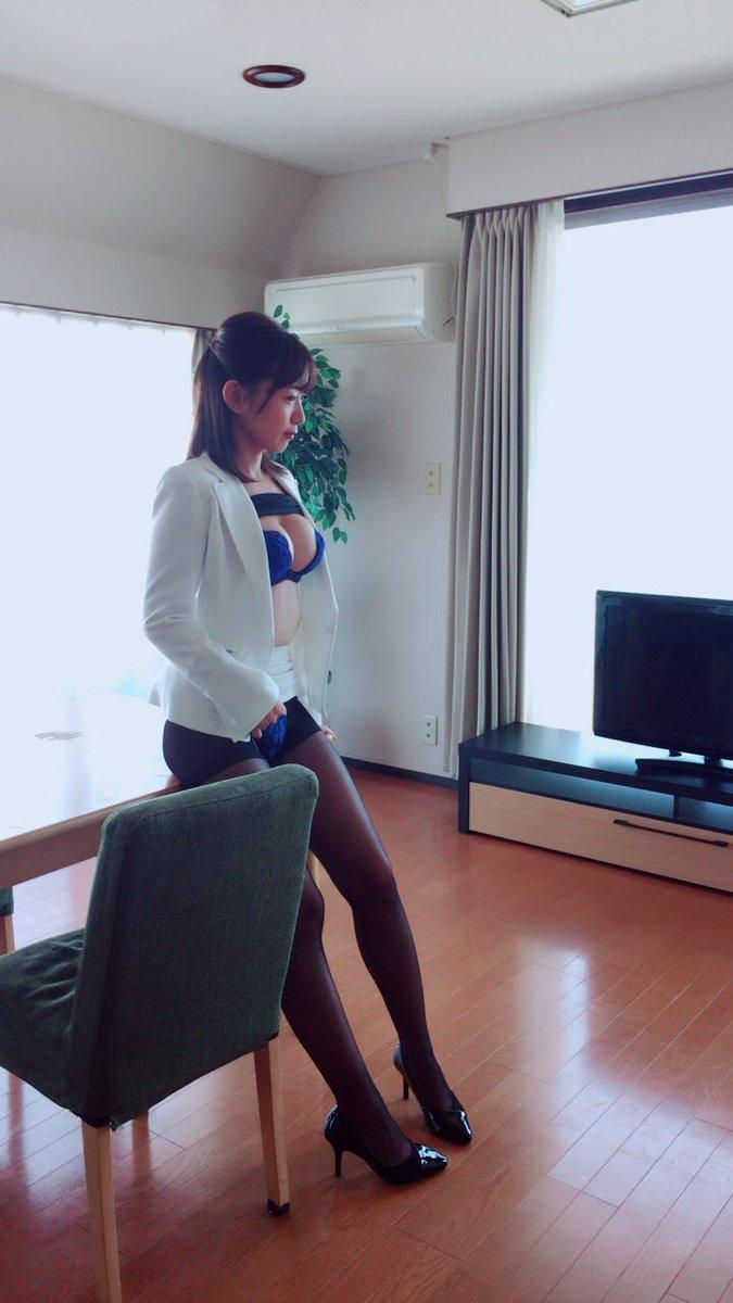 階戸瑠李(28)ヌード間近の透け乳首解禁グラビア画像100枚・95枚目の画像