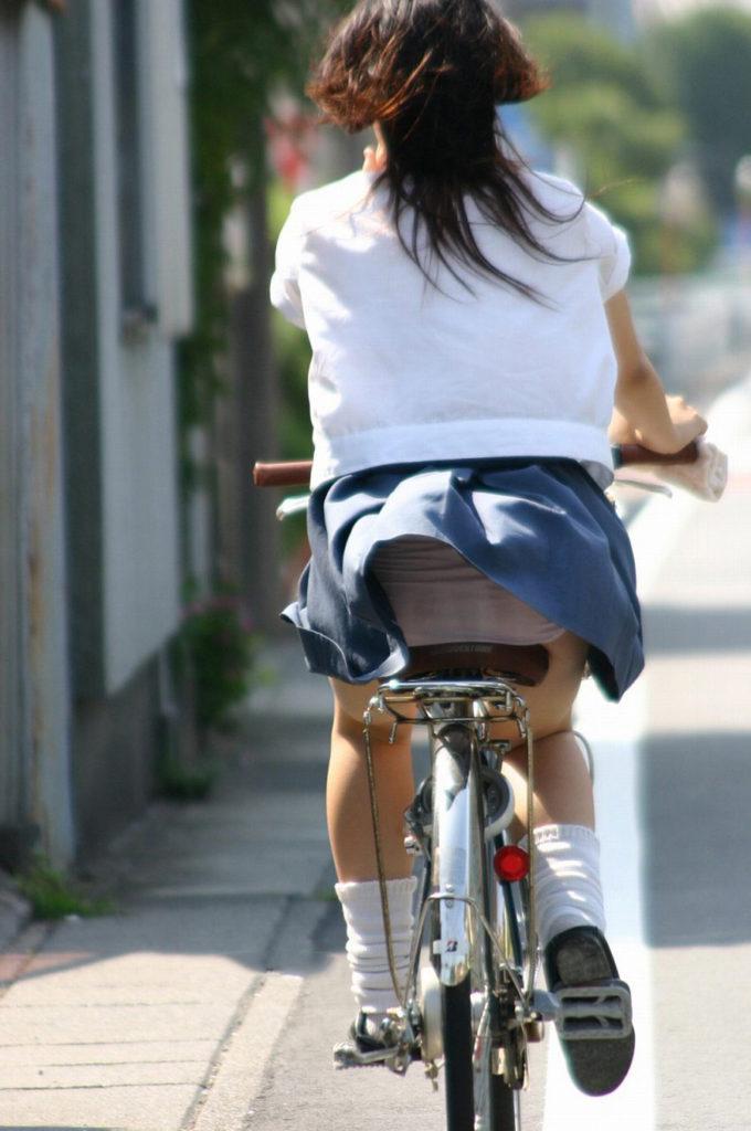 激写!自転車パンチラ盗撮エロ画像30枚・20枚目の画像