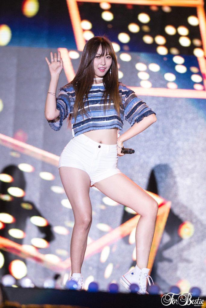 韓国娘の美脚率が異常~!必ず抜ける美女エロ画像33枚・20枚目の画像